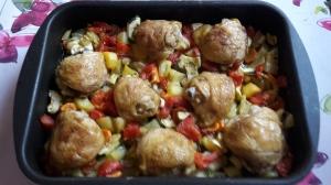 Zöldséges csirke tepsiben