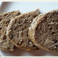 100% teljes kiőrlésű tönkölybúza kenyér magokkal