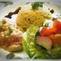 Paradicsomos, mozzarellás csirkemell zöldséges kölessel