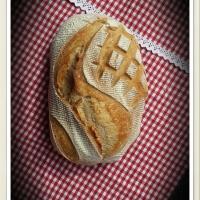 Fehér kenyér tönkölyliszttel és íróval
